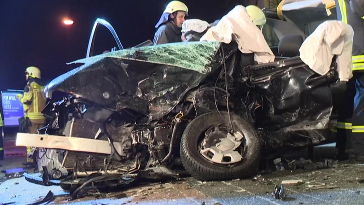 Jugendlicher baut Unfall – 7 Menschen verletzt - buten un binnen