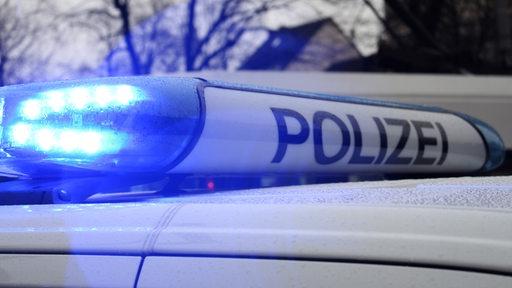 Blaulicht auf einem Einsatzfahrzeug der Polizei.