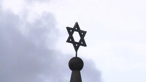 Der Davidstern, auf der Dachspitze der Synagoge der bremischen jüdischen Gemeinde.