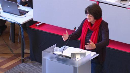 Gesundheitssenatorin Claudia Bernahrd am Rednerpult der Bremsichen Bügerschaft.
