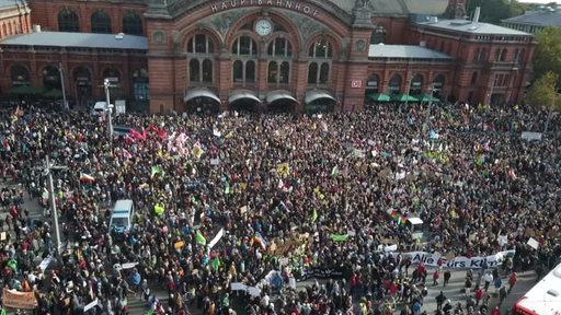 Großdemonstration Fridays for Future am Bremer Hauptbahnhof