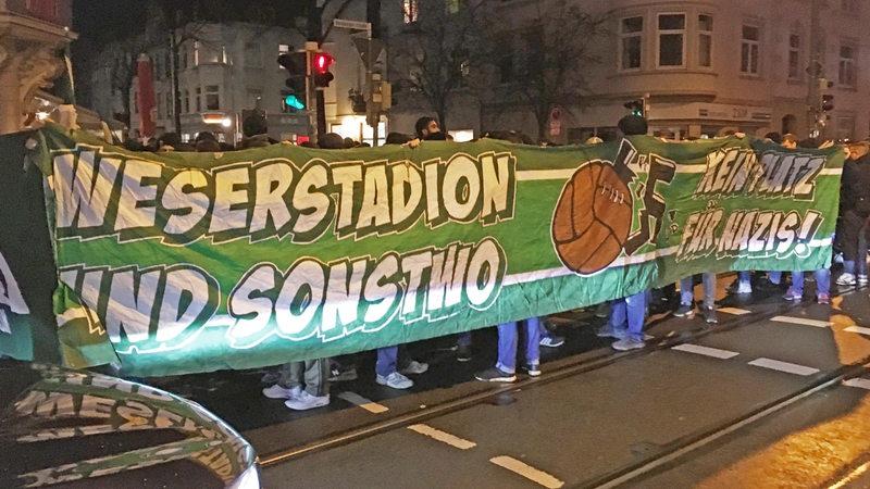 Im Viertel demonstrierten am Samstagabend nach dem Spiel gegen Borussia Dortmund Werder-Fans.