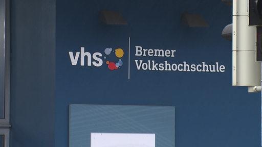 Zu sehen ist das Logo der Bremer Volkshochschule.   Radio Bremen/