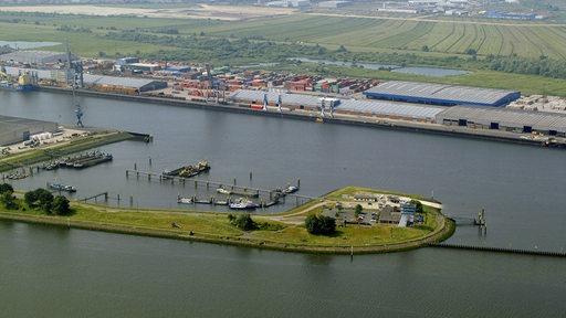 Eine Insel liegt in der Weser.