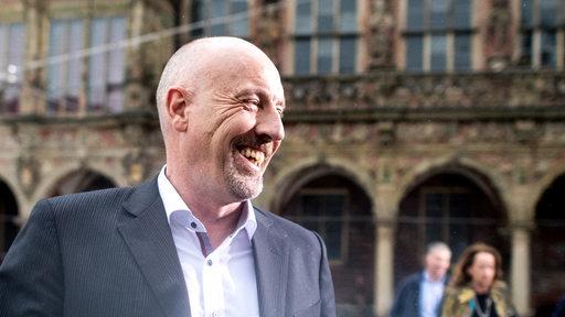Carsten Meyer-Heder, Spitzenkandidat der CDU, lacht auf dem Weg in die Bürgerschaft