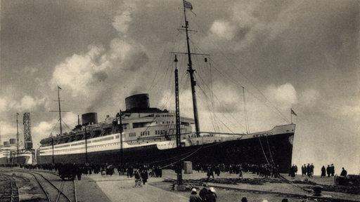Postkarte mit den Schnelldampfern Europa und Bremen am Columbuspier in Bremerhaven