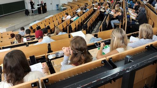 Studierende an der Uni Bremen während einer Vorlesung (Archivbild)