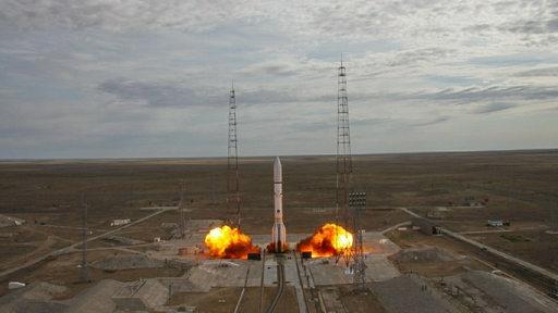 Eine Rakete startet im russischen Baikonur