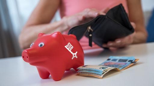 Ein rotes Sparschwein mit Bremer Schlüssel.