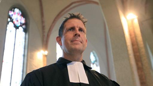 Pastor Olaf Latzel steht in der Sankt Martini Kirche in der Altstadt | DPA/Carmen Jaspersen
