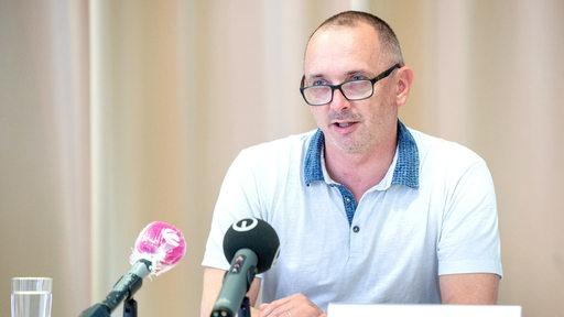 Ronny Möckel, Leiter Krisenstab und Gesundheitsamt Bremerhaven, spricht während einer Pressekonferenz. | DPA/Hauke-Christian Dittrich