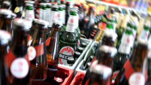 Bierflaschen in einem Kiosk