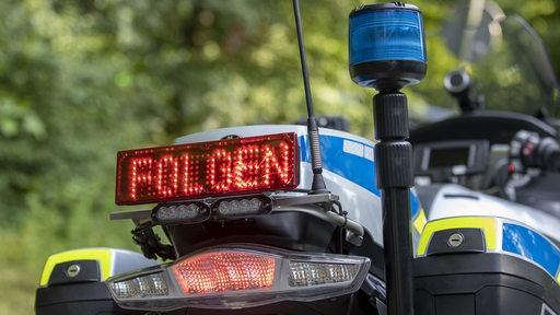 Geschwindigkeits- und Motorradkontrolle der Polizei.