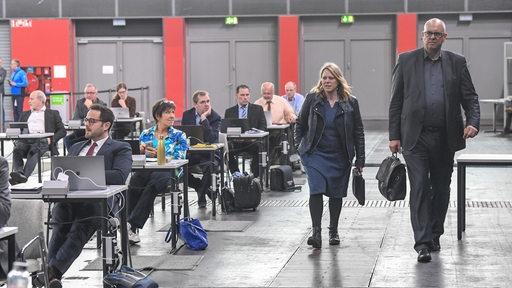 Bremens Bürgermeister Andreas Bovenschulte Umweltsenatorin Maike Schaefer kommen zur Bürgerschaftssitzung in der Stadthalle