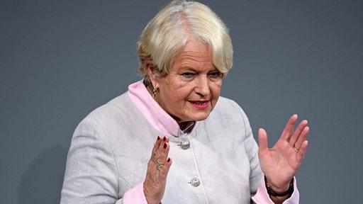 Die Abgeordnete Elisabeth Motschmann aus Bremen spricht im Bundestag. | DPA/Britta Pedersen