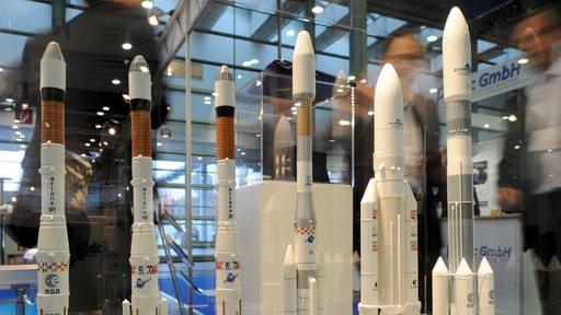 Modelle von Raketen auf der vergangenen Space Tech in Bremen im Jahr 2015