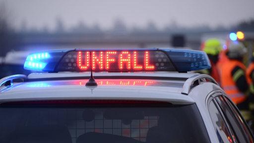 Polizeiwagen warnt vor Unfall