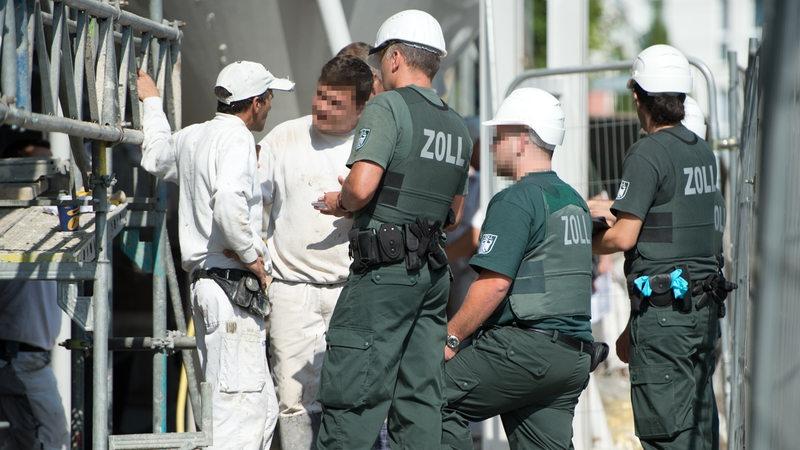Ausgebeutete Arbeiter Illegal Im Land 77 Euro Wochenlohn Buten