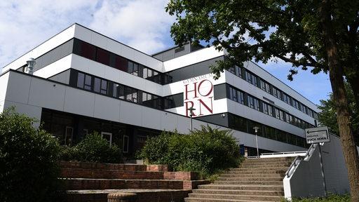 Das Gymnasium Horn von außen.