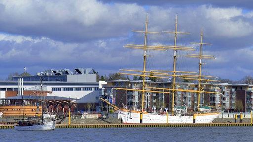Schulschiff Deutschland liegt in der Lesummündung in Bremen-Vegesack.