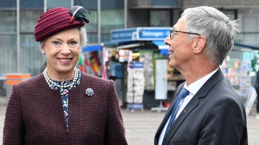 Prinzessin Benedikte zu Dänemark wird von Bürgermeister Carsten Sieling in Bremen begrüßt