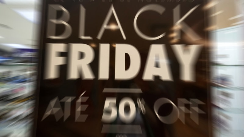 so verf hrt sie der handel am black friday zum kaufen buten un binnen. Black Bedroom Furniture Sets. Home Design Ideas