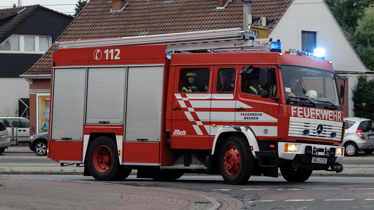Feuer Bremen feuerwehr rettet 6 menschen aus brennendem haus buten un binnen