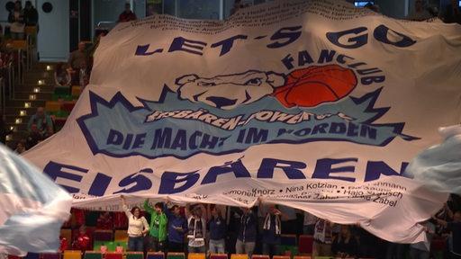 Die Fans der Eisbären Bremerhaven.