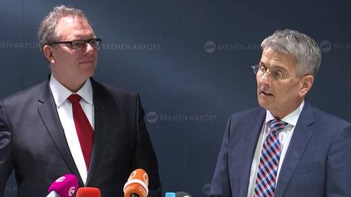 Bremens designierter Flughafen-Chef Elmar Kleinert wird vorgestellt, neben ihm Ekkehart Siering.