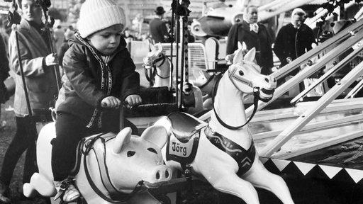 Kinderkarussell mit Schwein und Pferd