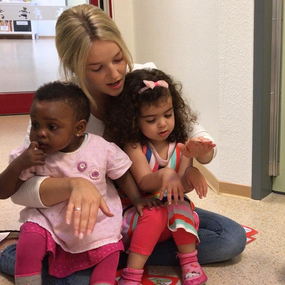 Wie kleine Kinder mit ihren Händen sprechen - buten un binnen