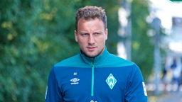 Philipp Bargfrede auf dem Weg zum Trainingsplatz.