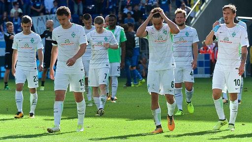 Frustrierte Werder-Spieler nach der Niederlage in Hoffenheim.