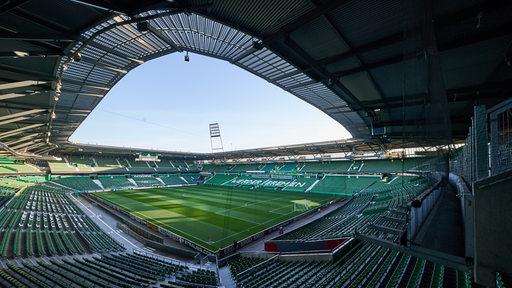 Blick von den oberen Rängen auf das leere Weser-Stadion.
