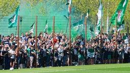Werder-Fans beim Abschlusstraining vor dem Bayern-Spiel