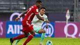 Felix Agu bei seinem Bundesliga-Debüt im Zweikampf mit David Alaba.