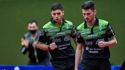 Werders Doppel-Team Marcello Aguirre und Hunor Szöcs bejubeln einen Punktgewinn.