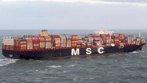 Die MSC ZOE nach Containerverlust in der Nordsee.