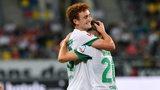 Werder-Torschütze Joshua Sargent umarmt innig seinen Vorlagengeber Romano Schmid.