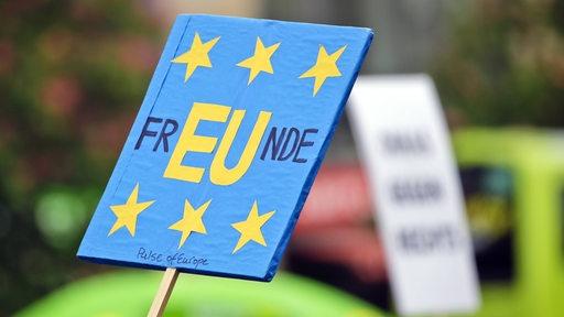 Schild von Europa-Anhängern