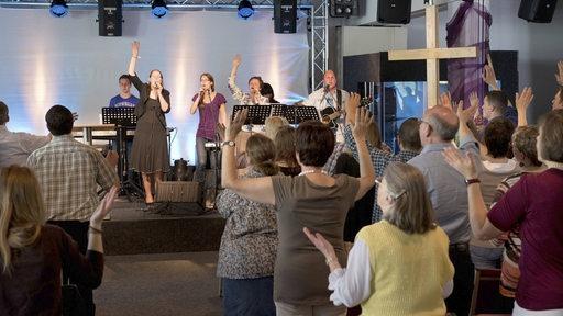 Ein Gottesdienst im Christlichen Zentrum der Pfingstgemeinde in Mainz.