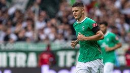 Milot Rashica läuft im Spiel gegen Düsseldorf vom Platz