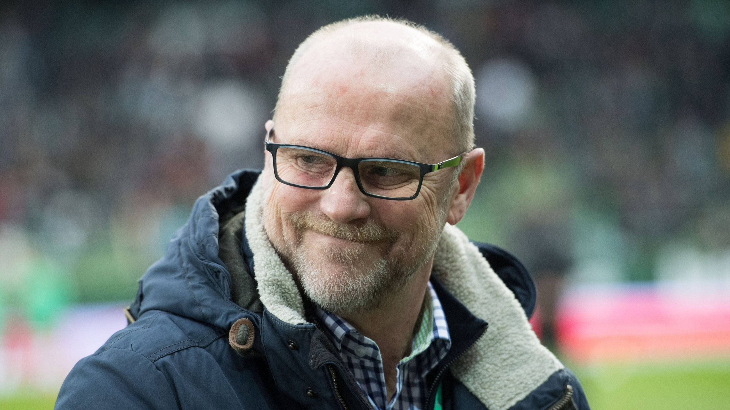 Thomas Schaaf, technischer Direktor von Werder Bremen lächelt.