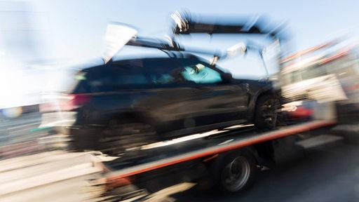 Auto wird abgeschleppt, Symbolbild