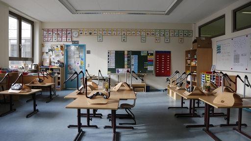 Leerer Klassenraum einer Schule in Berlin Mitte