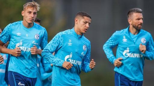 Spieler des FC Schalke 04 beim Mannschaftstraining