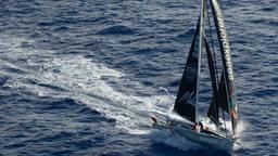 Die Seaexplorer von Boris Herrmann legt sich in den Wind.
