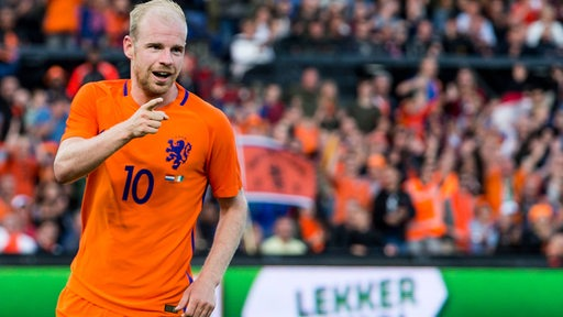Davy Klaassen jubelt im Trikot der niederländischen Nationalmannschaft.