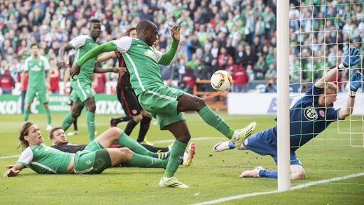 Papy Djilobodji trifft zum 1:0 gegen Eintracht Frankfurt.