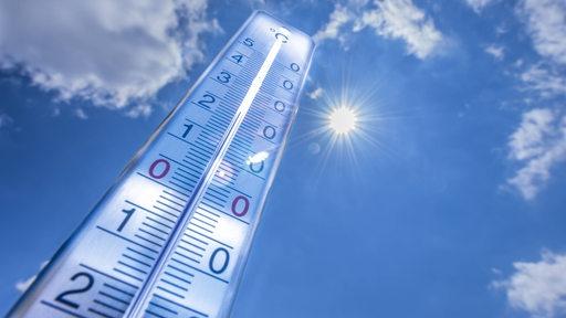 Thermometer vor der Sommersonne